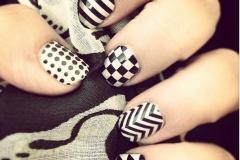 uñas decoradas blanco y negro 4