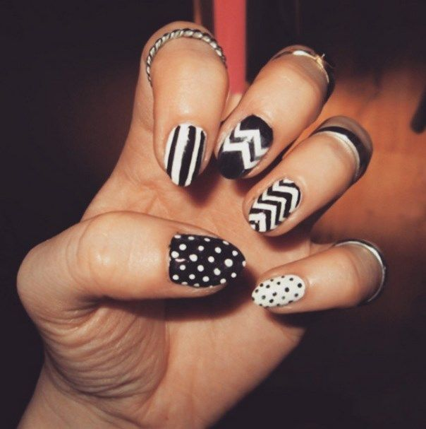 uñas decoradas blanco y negro 3