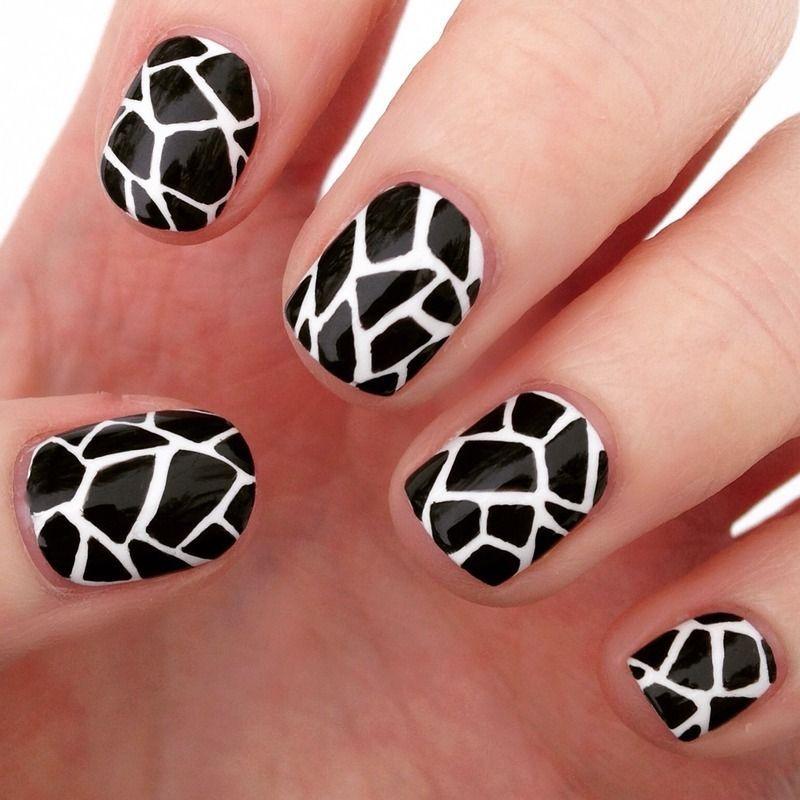 uñas decoradas blanco y negro 6