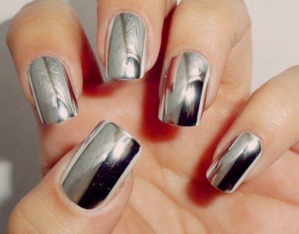 Uñas-con-esmalte-y-adhesivos-4